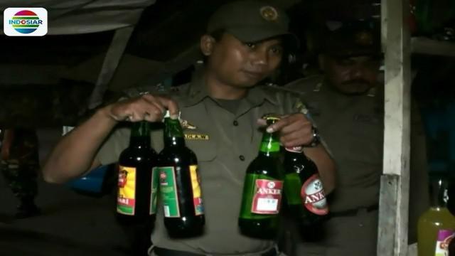 Razia ini berdasarkan laporan masyarakat yang resah dengan warung jamu yang menjual minuman keras.