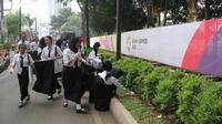 Kemenperin ajak sukarelawan dari masyarakat industri membersihkan pekarangan di sekitar Gelora Bung Karno (GBK) pada saat penutupan Asian Games 2018.