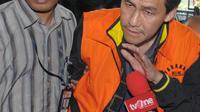 Ariesman Widjaja terdiam saat ditanya wartawan sebelum diperiksa KPK, Jakarta, Selasa (5/4). Ariesman Widjaja diperiksa sebagai tersangka dalam kasus suap anggota DPRD Jakarta, M Sanusi yang diamankan dalam OTT. (Liputan6.com/Helmi Afandi)