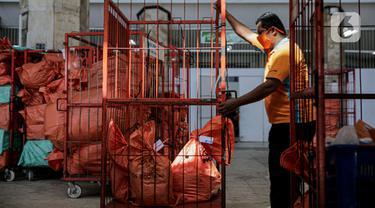 FOTO: Jelang Lebaran, Pengiriman Paket Via Pos Naik 20 Persen