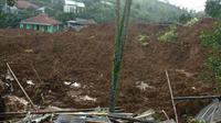 Rumah warga di Kampung Kubang, Desa Pasir Madang, Kecamatan Sukajaya, Kabupaten Bogor hancur tertimbun longsor pada 1 Januari 2020. Permukiman itu kini sudah kosong ditinggal penduduknya mengungsi. (Liputan6.com/Achmad Sudarno)