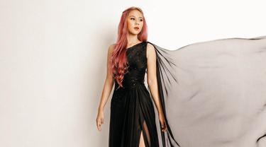 Gaya Fashion Modis dan Elegan Ala Nadin Amizah