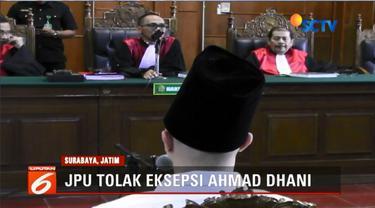 Jalani sidang ketiga kasus pencemaran nama baik, eksepsi Ahmad Dhani ditolak jaksa penuntut umum.