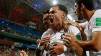 Bek Portugal, Pepe berselebrasi usai mencetak gol ke gawang Uruguay pada babak 16 besar Piala Dunia 2018 di Stadion Fisht, Sochi, Rusia (30/6). Uruguay menang tipis atas Portugal 2-1. (AP Photo/Francisco Seco)