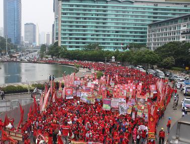 20170501-Massa Buruh Mulai Bergerak dari HI ke Istana Merdeka-Angga