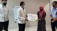 BPJS Ketenagakerjaan Tangerang Cikokol menyerahkan santunan kepada ahli waris Juwanto (34), tenaga harian lepas Jasa Konstruksi PT Wika.