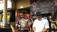 Polisi menangkap 4 orang anggota sindikat penjambret Tenda Orange (Merdeka.com/Ronald)