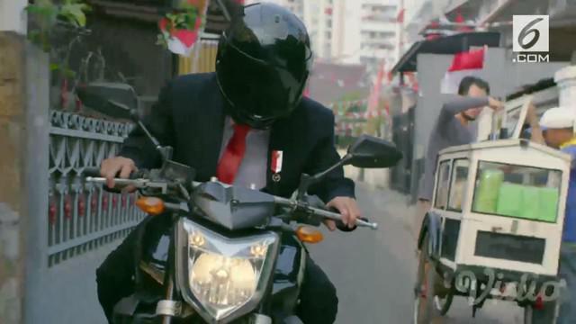 Diawali dengan rombongan presiden yang terhalang menuju ke Stadion GBK untuk menghadiri upacara pembukaan. Dalam tayangan itu, Jokowi tampak turun mobil dan memilih naik motor bersama sejumlah ajudan.