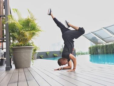 FOTO: Gaya Anjasmara Saat Olahraga Yoga, Punya Tubuh Lentur