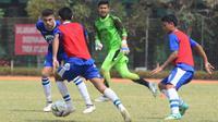 Bek asal Brasil, Fabiano Beltrame kembali bergabung latihan dengan Persib Bandung. (Bola.com/Erwin Snaz)