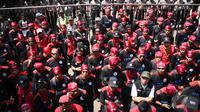 Ratusan buruh yang tergabung dalam Jamkes Watch dan KSPI serbu kantor BPJS, Jakarta, Rabu (17/9/2014) (Liputan6.com/Faizal Fanani)