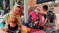 Massoome, pengungsi asal Afganistan yang tinggal di trotoar jalan Kenon Sirih, Jakarta Pusat. (Liputan6.com/Ratu Annisa Suryasumirat)