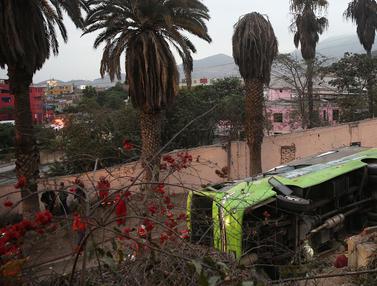 Bus Wisata di Peru Terguling, 7 Orang Tewas