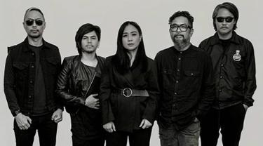 FOTO: Jadi Vokalis, Ini Kebersamaan Astrid Sartiasari dengan Cokelat Band