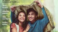 Poster Seperti Hujan Yang Jatuh Ke Bumi yang dimainkan Jefri Nichol dan Aurora Ribero. (Screenplay Films)