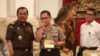 Kapolri Jenderal (Pol) Tito Karnavian dan Jaksa Agung HM Prasetyo (kanan) saat menghadiri pengarahan Presiden Jokowi kepada Kapolda dan Kepala Kejaksaan Tinggi (Kajati) se-Indonesia, di Istana Negara, Jakarta, Selasa (18/7). (Liputan6.com/Faizal Fanani)