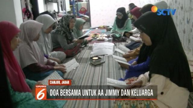 Keluarga komedian Argo Jimmy atau AA Jimmy gelar doa bersama di rumah sambil berharap jenazah Jimmy segera pulang.