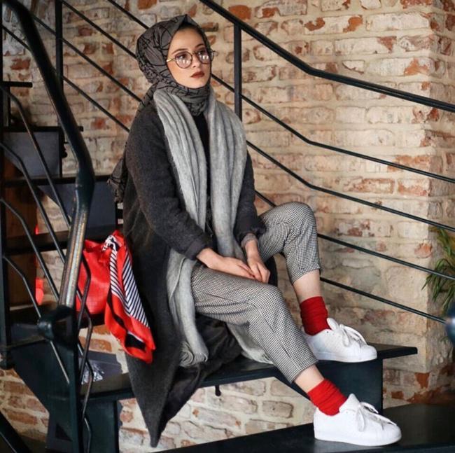 Buat kamu yang sudah terbiasa dengan gaya feminin, cobalah gaya sporty style seperti ini/copyright pinterest.com