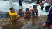 Ilustrasi keramaian pengunjung salah satu kolam renang di Jakarta sebelum pandemi Covid-19. (Ist)