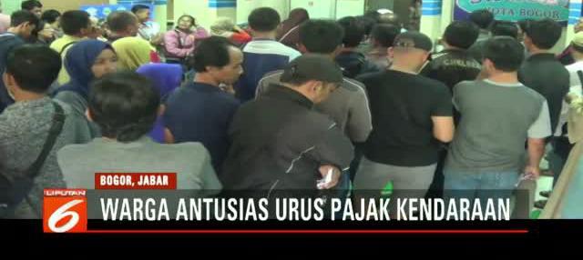 Warga sangat antusias karena Pemerintah Provinsi Jawa Barat tengah menerapkan program bebas biaya dan denda pajak.
