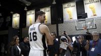 Paul Gasol kini menjadi harapan baru San Antonio Spurs. (AP Photo/Eric Gay)