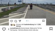 Tangkapan layar akan Instagram @punyabinjaicom memperlihatkan sepeda motor melintas jalan tol Binjai-Medan