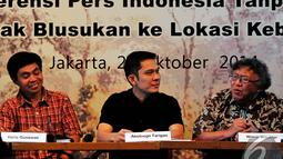 Pendiri Yayasan Perpektif Baru Wimar Witoelar (kanan) meminta Presiden Jokowi mencegah kebakaran hutan menjadi agenda utama, Jakarta, Selasa (28/10/2014). (Liputan6.com/Johan Tallo)