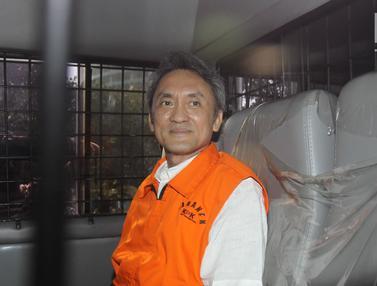 Senyum Mantan Presiden Komisaris Lippo Group Usai Diperiksa KPK