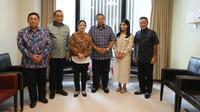Menko Pembangunan Manusia dan Kebudayaan (PMK) Puan Maharani membesuk Ani Yudhoyono. (foto: dokumentasi Demokrat)