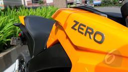 "Sepeda motor listrik ""Zero"" hadir dengan beberapa varian, Jakarta, Selasa (17/3/2015). Zero DS tampil dengan warna kuning yang cerah. (Liputan6.com/Faisal R Syam)"
