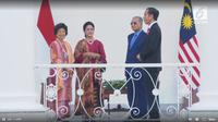 Simak di sini kompaknya gaya Iriana Joko Widodo dan Siti Hamsah dalam kunjungannya ke Indonesia.