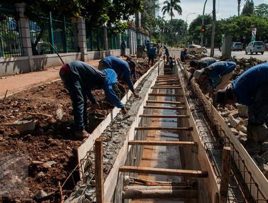 Normalisasi Saluran Air di Jalan Asia Afrika
