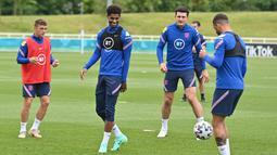 Masih banyak keraguan apakah Maguire akan siap untuk bermain menghadapi Kroasia di Wembley. Tapi, Southgate kini bisa bernapas lega karena sang bek tengah sudah bergabung bersama rekan-rekan setimnya dalam latihan pada Kamis (10/6/2021) pagi waktu setempat. (Foto: AFP/Justin Tallis)