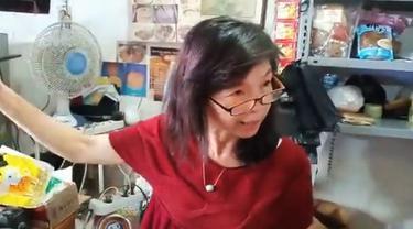Tetap Jualan dengan Harga Normal, Ibu Penjual Sembako Ini Viral