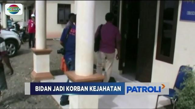 Seorang bidan di Ogan Ilir jadi sasaran perampok. Selain mengambil barang milik korban, pelaku juga diduga mencabuli bidan yang tengah ditinggal suaminya bekerja.