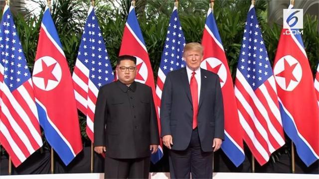 Presiden Donald Trump dan Chairman Kim Jong-un telah tiba di Hotel Capella, Pulau Sentosa, lokasi pertemuan puncak KTT Korea Utara-Amerika Serikat, sekitar pukul 08.50 waktu setempat, Selasa 12 Juni 2018. Keduanya bahkan tiba pada waktu yang hampir b...