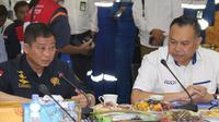 Menteri ESDM kunjungi TBBM Surabaya Grup pantau kondisi penyaluran BBM jelang Natal dan Tahun Baru. (foto: dok. Pertamina)