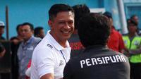 CEO Arema, Iwan Budianto, semringah seusai Arema mengalahkan Persipura (27/4/2018). (Bola.com/Iwan Setiawan)
