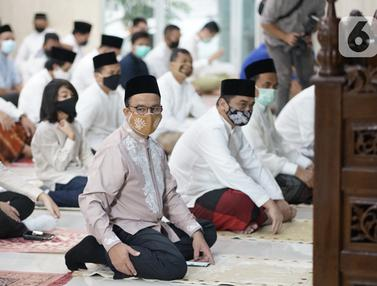 FOTO: Gubernur dan Wakil Gubernur DKI Jakarta Salat Idul Adha di Masjid Balai Kota