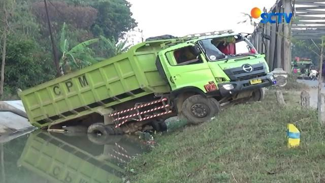 Pasca amuk massa yang berujung pada rusaknya 14 dump truk, situasi keamanan di Desa Harjasari, Tegal, Jawa Tengah, mulai terkendali.