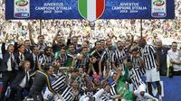 Juventus menjadi tim pertama yang berhasil memecahkan rekor 100-poin di Serie A Italia, (18/5/2014). (REUTERS/Alessandro Garofalo)