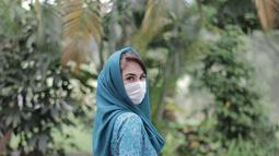 Arumi Bachsin juga tetap modis lengkap dengan gaya kerudung andalannya. Kesederhanaanya selalu mendapat pujian dari masyarakat. (Liputan6.com/IG/@arumibachsin_94).