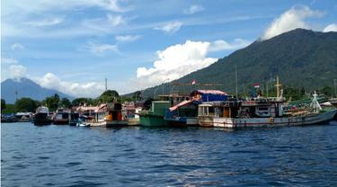 Pulau Lembeh di Pagi Hari. (Liputan6.com/Yoseph Ikanubun)