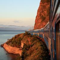 Pemandangan-pemandangan ini yang akan terlihat ketika menjelajah menggunakan kereta api.