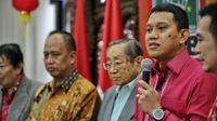 Sekjen PKB, Abdul Kadir Karding (kanan) saat acara Refleksi Imlek 2016 oleh PKB di Jakarta, Rabu (3/2/2016). Karding menyatakan Tahun Monyet Api ini harus menjadi momentum bagi Indonesia memperkuat diri dalam segala aspek. (Liputan6.com/Faizal Fanani)