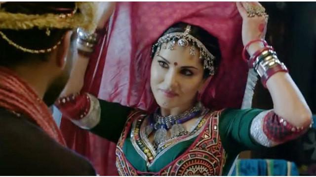 Sunny Leone menunjukkan kemolekan tubuhnya saat membintangi iklan anti rokok yang dicanangkan pemerintah India. Seperti apa ceritanya?Saksikan hanya di Starlite!
