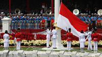 Paskibraka mengibarkan Bendera Merah Putih saat upacara Pengibaran Bendera Merah Putih dalam rangkaian Peringatan Detik-detik Proklamasi Kemerdekaan ke-73 di Istana Merdeka, Jakarta, Jumat (17/8). (Liputan6.com/HO/Eko Purwanto)