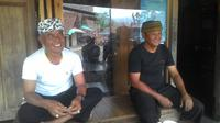 Dua pengurus Himpana KAmpung Naga Kabupaten Tasikmalaya (Liputan6.com/Jayadi Supriadin)