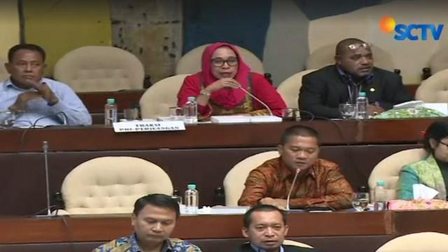 Sejumlah fraksi seperti PAN, PKS dan Gerindra menganggap pemerintah tak serius karena hanya Menteri Komunikasi dan Informasi yang hadir.