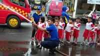 Andrianto, seorang pemain Persekam Metro FC yang juga bekerja sebagai petugas pemadam kebakaran. (Bola.com/Iwan Setiawan)